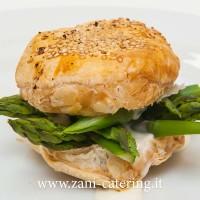 Entree_Percorso-vegetariano_Sfogliatina-sesamo-asparagi-e-salsa-aceto-Champagne_zani