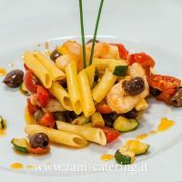 Primo_Percorso celiaci e lattosio_Pennette gamberi, pomodori, olive, zucchine_zani