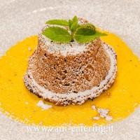 Dessert_Percorso-di-terra_Il-tortino-pere-e-cioccolato-con-crema-inglese_zani-catering