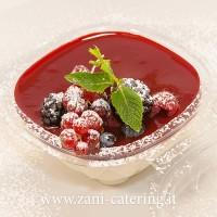 Dessert_Percorso-vegetariano_La-panna-cotta-ai-frutti-di-bosco_zani-catering